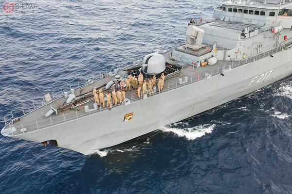 ドイツ軍艦「バイエルン」グアムへ寄港 来日前に艦載ヘリコプターの入れ替えも