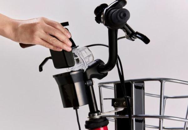 電動アシスト自転車を「モバイルバッテリーで充電」ホンダ開発 シェアサイクルに導入へ