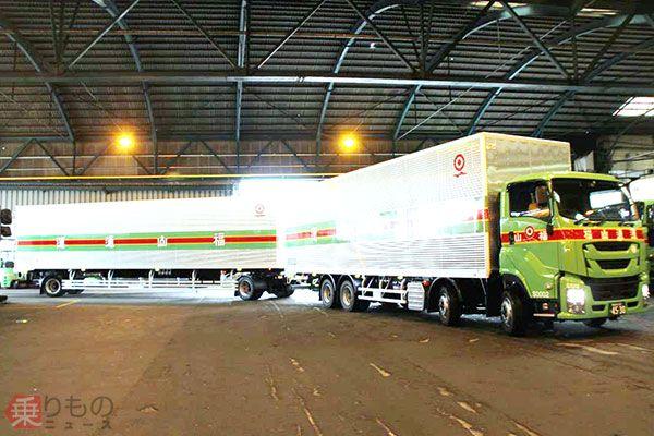 日本初、全長25m「ダブル連結トラック」登場 1台で大型2両分の巨体、どう運行?