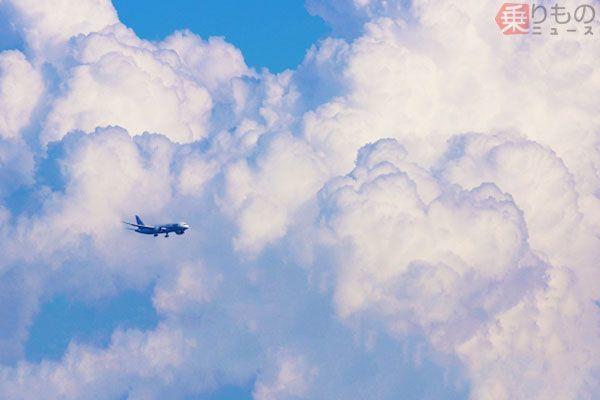 飛行機は雲に入るとなぜ揺れる? 意外と複雑な空の航路事情 安全のための工夫とは