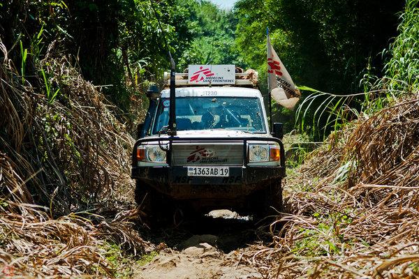 国境なき医師団を支える日本人自動車整備士 定評のランクル、現地で日本人重宝のワケ