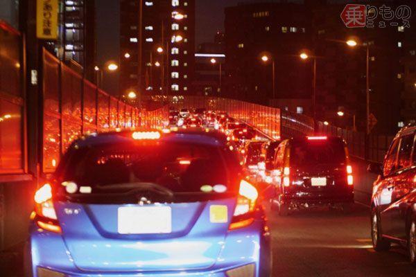 隣の車線は流れている… 渋滞時の車線移動、メリットはあるのか