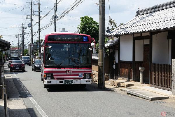ここバス通るの!? 京阪神のバス「狭隘路線」5選 歴史の街道に山越え路線 塀スレスレも