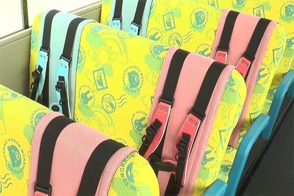 幼児バス「シートベルトなし問題」に一手 課題解決する「保護ベルト」発売 なぜいま?