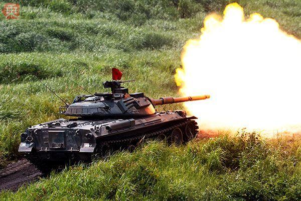 Large 170831 tank 01