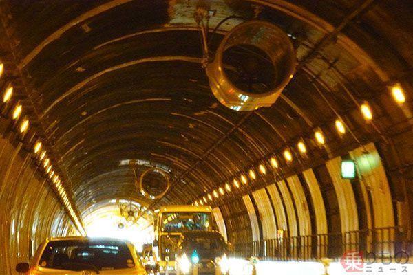 トンネルの巨大扇風機、風速は台...