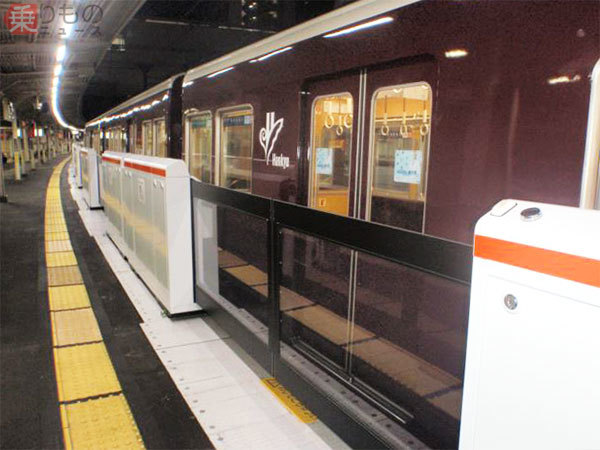 Large 180906 hankyu13door 01
