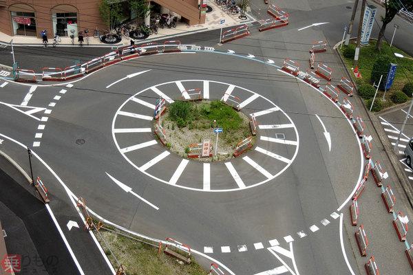 Large 180911 roundabout 01