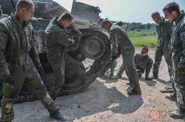 Large 181116 tank 08