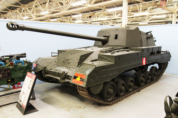 なぜ主砲が後ろ向き? 文字通り逆の発想なイギリス製対戦車自走砲が ...