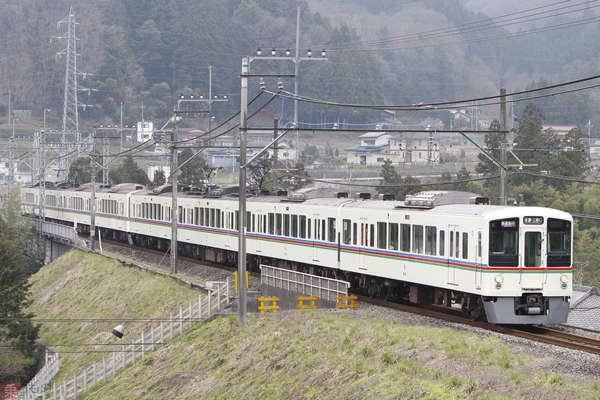Large 200303 seibu4000 01