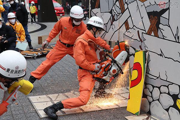 東京消防庁 消防二輪「クイックアタッカー」や最新EV救急車も参加 池袋 ...