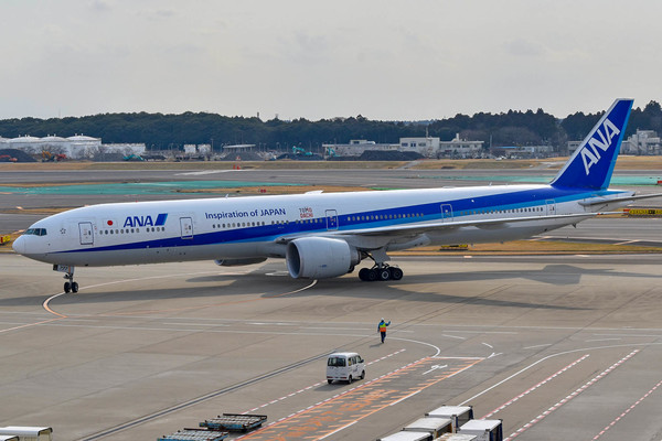 Large 777 01r